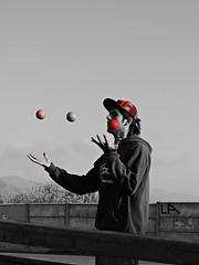 DSCN0231 (aliceinwondershit) Tags: verde amigo rojo enzo pelotas malabares malabarismo ucen pelotaas