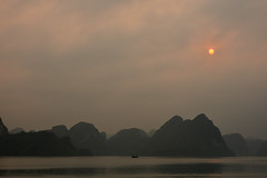 DSC_5046 (Omar Rodriguez Suarez) Tags: sunset atardecer bay vietnam hoian bahia karst halong