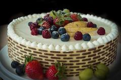 Meine Muttertagstorte (Mariandl48) Tags: torte trauben erdbeeren obst himbeeren birnen heidelbeeren muttertagstorte