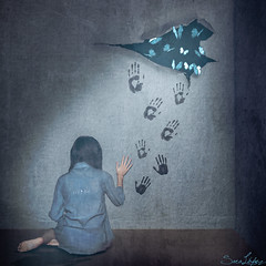 243/365 (Sariixa) Tags: life blue portrait selfportrait art me girl azul wall photomanipulation photoshop butterfly myself print pared photography libertad freedom photo artist foto chica arte hole autoportrait retrato room fineart yo agujero autoretrato vida 365 habitacin autorretrato mariposas photoart fingerprint artista fotomontaje selfie huellas artphoto fotomanipulacin fotoarte fotomanipulacion sarixa