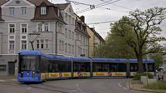 Variobahn 2319 befhrt das Rondell am Romanplatz (Frederik Buchleitner) Tags: munich mnchen tram streetcar stadler trambahn variobahn 2319 linie17 romanplatz strasenbahn swagen