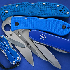 Blue Stuff (ma_ba) Tags: blue leatherman day 4 knife dump every stuff hunter knives pocket edc folder carry folding compact multitool dozier spyderco victorinox p4 penknife kabar endura n