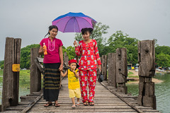 Local tourists at U Bein Bridge, Mandalay (ReinierVanOorsouw) Tags: reizen myanmar birma burma travelling travel travelstoke reiniervanoorsouw sony sonya7r sonya7rii a7rii asia asya azie mandelay mandalay people human asian asianpeople inasia azi travels undiscovered colour colours