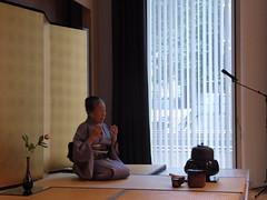 Sensei explaining (seikinsou) Tags: brussels summer japan japanese belgium belgique culture bruxelles embassy demonstration invitation teaceremony sensei urasenke
