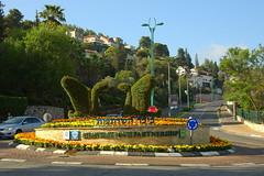 / Green swans (Wallik) Tags: street sculpture landscaping greenery