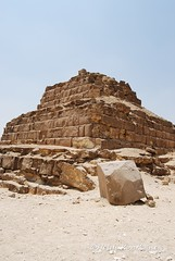 Middle pyramid (konde) Tags: ancientegypt oldkingdom queenspyramid gillb 4thdynasty