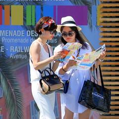Tourime (Vero7506) Tags: street tourism nice tourist tourists paca chic rue orientation tourisme touriste touristes