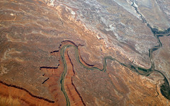 2016_06_02_lax-ewr_517 (dsearls) Tags: river utah flying desert aviation united country canyon aerial erosion rivers geology ual canyons arid aerialphotography jurassic stratigraphy unitedairlines windowseat windowshot weathering 20160602