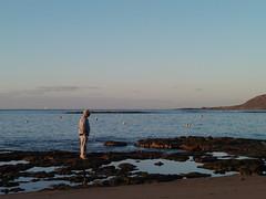 P1051400 (alejandravegamartn) Tags: paisaje landscape places lugares gran canaria las canteras playa beach human humano seor hombre teide mar oceano ocean instantes instants barco boad