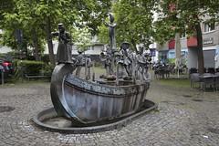 Karl-Berbuer-Brunnen (thmlamp) Tags: karlberbuerbrunnen 1987 altstadtsud bonifatiusstirnberg bronze karlberbuerplatz koln
