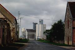 Champaubert - Marne (51) Grand Est (Didier Hubert Photography) Tags: france countryside photographie village silo ciel signalisation agriculture nuages rue campagne environnement marne grandest d933 didierhubert didierhubertphotographe