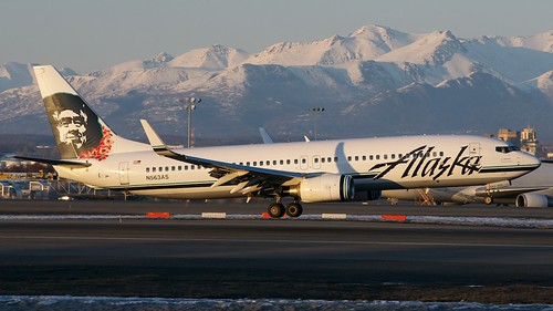 Alaska Airlines Boeing 737-800 N563AS