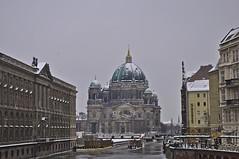 Berliner Dom im Winter (Lispeltuut) Tags: winter sky snow berlin ice weather river germany nikon day dom himmel fluss spree eis mitte wetter berlinerdom nikoleiviertel lispeltuut nikond5000