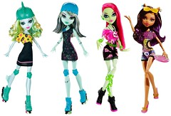 Similarities (Lysare) Tags: monster high dolls venus frankie similar comparison lagoona gloombeach clawdeen skrm skulltimaterollermaze