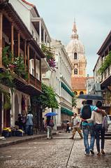 Amor por Cartagena (clandestinox21) Tags: street canon calle couple colombia pareja lovers cartagena enamorados xti 400d ciudadamurallada