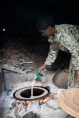 20130928_2162 (Zalacain) Tags: africa woman cooking hut ethiopia lalibela injera