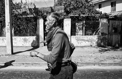 Santiago de Chile. (Alejandro Bonilla) Tags: chile street city santiago blackandwhite bw blancoynegro calle sam sony streetphotography ciudad bn alfa fotografo santiagodechile chilenos a290 santiagocentro santiaguinos fotografochileno sonya290