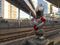Peeing Ultraman and a cute Japanese girl taking a snap (olympicintokyo) Tags: boy statue tokyo dress  peeing   hamamtsucho