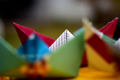 When I was a Child... I used to make paper boats to play after the rain... (luenreta) Tags: barco papel infancia hmm niez juguete barcodepapel wheniwasachild macromondays