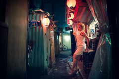 Alleyway Lantern Light (Jon Siegel) Tags: woman girl japan bar night japanese tokyo evening model lowlight alley nikon shinjuku asia glow drink modeling 14 sigma alleyway lanterns mysterious brave 24mm chochin d810 sigma24mmf14art 24mmf14art
