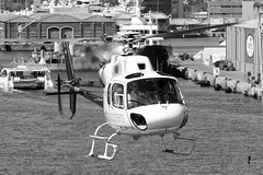 CFR1156-bn (Carlos F1) Tags: nikon d300 lepb helipuerto heliport transporte transport aviación aviation helicoptero helicopter spotter spotting ecjyj aerospatiale as355f2 ecureuil cathelicopters black white blanco negro bn bw barcelona spain