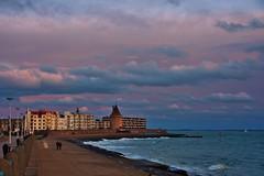 Boulevard Vlissingen met ondergaande zon (Omroep Zeeland) Tags: holland rose strand boulevard natuur zeeland zee mooi zon vlissingen huizen weer walcheren stranddag ondergaande