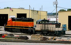 Partially-lettered BNSF 40-2 (Jeff Carlson_82) Tags: railroad train mac railway fresh mo kansascity missouri kc railfan bnsf sw1 switcher emd sd402 burlingtonnorthernsantafe repainted 1646 midamericacar