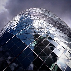 Londra: The Gerkin (falco di luna) Tags: london grattacielo londra cityoflondon thegerkin grattacieli instagram instatravel instapost