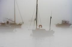 appareillage dans la brume (Harald Dugenet.) Tags: port bretagne bateau brouillard brume goulet atlantique coffre plouzan merdiroise radedebrest dellec portdudellec