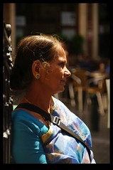 20KM0153 (Leopoldo Esteban) Tags: street brussels woman india calle mujer women belgium belgique indian femme bruxelles bruselas hindu rue mujeres belgica calles femmes straat leopoldoesteban