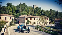 40 Women In 20 Vintage Cars Take Tuscany For The Ultimate Road Rally (cukilcom) Tags: life style pinkfloyd cline