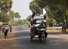Loads - Photo #18 (doug-craig) Tags: usa nikon cambodia stock culture photojournalism korea transportation siemreap journalism loads banteaysrei d700 dougcraigphotography