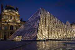DSC_2501 (Mathieu Rougnon) Tags: sunset paris night french nikon europe jr capitale pyramide lelouvre parisian trompeloeil d800 parisien pyramidedulouvre heurebleue entrechienetloup jrartist nikkor2470mmf28 jrarstist