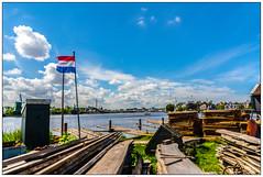 Zaanse Schans mooie wolken (voorhammr) Tags: gras zon zaanseschans zaandam molens 2016 vakwerk huisjes blauwelucht jolandakraus