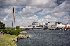 Southport (Steve Millward) Tags: nikon d750 50mm primelens fx fullframe fixedfocallength sharp raw imagequality perspective england outdoor seaside holiday vacation sky cloud blue landscape scenic southport merseyside water bridge town