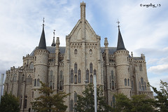 Gaudí en Astorga (angelbg) Tags: arquitectura arte gaudí león astorga castillayleón arquitecturareligiosa arquitecturamoderna arquitecturamodernista