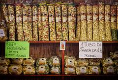 Sapori del Gargano (Pachibro Portfolio) Tags: canon eos market pasta mercato puglia vieste orecchiette gargano bancarelle 50d canoneos50d scattifotografici pasqualinobrodella pachibroportfolio pachibro