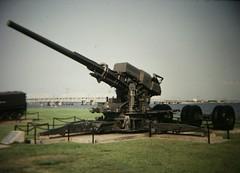 Anglų lietuvių žodynas. Žodis anti-aircraft reiškia a zenitinis; priešlėktuvinis lietuviškai.