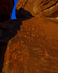 Petroglyphs on Atlatl Rock (Jeffrey Sullivan) Tags: park travel red copyright usa southwest valleyoffire jeff nature rock canon landscape outdoors fire photography sandstone photographer state photos nevada lifestyle roadtrip visit adventure nv explore valley sullivan february dslr 2008 active petroglyphs nomadic atlatl dontfencemein nevadatravel travelnevada