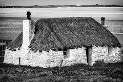 Building, Cottage, Thatched, White walls (shugsfishing) Tags: uk greatbritain chimney bw house building beach home nature landscape freshair outdoors islands coast scotland blackwhite sand whitewalls scenery europe peace view alba unitedkingdom britain traditional cottage may eu peaceful bluesky croft gb environment thatch thatchedroof agriculture scotia whitesand seashore stonewalls westernisles 2009 tranquil europeanunion caledonia hebrides thatched whitewashed dwelling ecosse cleanair gbr highlandsislands outerhebrides bluesea blackhouse chimneypots crofthouse scotlanduk northuist scottishislands naheileanansiar uibhistatuath highlandregion malacleit highlandcottage northuistouterhebrides innsegall taighdubh eileansiar heatherthatch traighbhalaighbeach anteileanfada