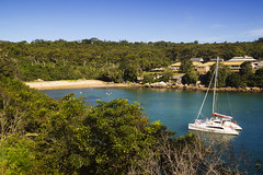 Collins Beach (Kokkai Ng) Tags: travel blue sky house tree tourism beach water horizontal bay harbor bush sand flat secret small sydney australia catamaran newsouthwales remote idyllic sydneyharbor clearsky sydneyaustralia secrecy collinsbeach famousplace highangleview nauticalvessel