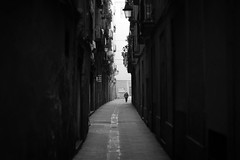 El Gothico, Barcelona (Duncan R S Harvey) Tags: barcelona street blackandwhite bw woman lady spain alley europe eu catalonia oldwoman catalunya narrow gothicquarter elderlywoman elgothico