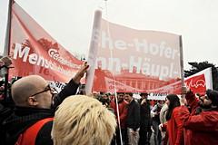 010516_117   Mai-Aufmarsch der SP (2016) (the_apex_archive) Tags: vienna wien rot austria politik sterreich protest apex 1mai rathausplatz tagderarbeit partei sp sozialistische spaltung protestieren wienerrathausplatz sozialdemokraten innenpolitik sozialisten 152016 maiaufmarsch maikundgebung sozialdemokratischeparteisterreichs rotenelke sozialdemokratisch 010516 parteipolitik parteignger parteianhnger 1mai2016 porotestierten ssozis parteispaltung