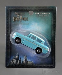 The Wizarding World of Harry Potter ~ 1962 FORD ANGLIA from Harry Potter and the Chamber of Secrets - 1:64 scale die cast Mint On Card by Tomy (LUNZERLAND!) Tags: japan harrypotter tomy flyingcar diecast moc madeinjapan moviecar fordanglia harrypotterandthechamberofsecrets mintoncard hollywoodcar diecastcar thewizardingworldofharrypotter 164scale 1962fordanglia chambeofsecrets