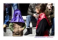 Competencia desleal (Chema Concellon) Tags: people espaa easter spain europa europe arte gente nios valladolid infantil pblico turismo infancia cultura fotgrafo semanasanta 2012 tradicin castilla fotografa cofrade domingoderamos penitente procesin hollyweek castillaylen costumbre religin competencia devocin cofrada espectadores hbito hermandaduniversitaria chemaconcelln valladolidcofrade procesindelaspalmas entradatriunfaldejessenjerusalem hermandaduniversitariadelsantsimocristodelaluz pueblofiel procesindelaborriquilla