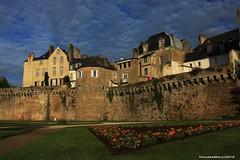 Jardin des Remparts, Vannes (Yolanda Miel) Tags: castle wall garden town spring brittany jardin bretagne medieval mur oldtown morbihan vannes ville rempart yolandamiel