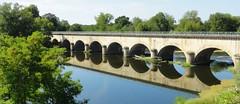 Le Pont Canal de Digoin (Hlne_D) Tags: bridge france river rivire aqueduct pont aviary bourgogne loire aqueduc fleuve twobytwo digoin saneetloire pontcanal canallatrallaloire hlned planetearthreflections pontcanaldedigoin canalbridgeatdigoin digoinaqueduct