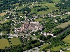 Montricoux (Franois Magne) Tags: moulin village place ciel prairie paysage rue extrieur glise vue antenne ulm champ vues aveyron rondpoint aerienne ariennes montricoux pendulaire
