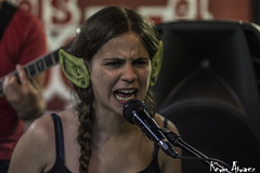Sumria (Kevin_Laden) Tags: interior concierto orejas duende teclado teclista cantante vocalista voz cantant sumria orelles concert directe msic music msica artista artistas artistes directo rock ska reggae