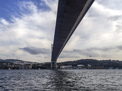 El puente sobre el Bosforo (Nebelkuss) Tags: estambul bosforo bosphorus puente bridge nubes clouds paisaje landscape lineas lines perspectiva perspective olympusepl5 zuiko17f18